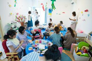 東京都世田谷区松陰神社前のNPO法人Ohanakidsにて、流木工作や食事でリラックス