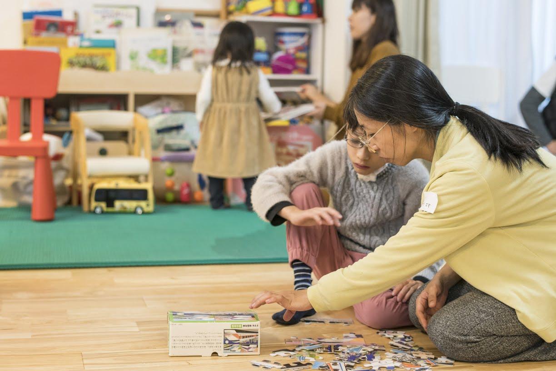 【当日レポート】パパもママも一緒に、好きな色の羊毛を使ったフェルト遊び